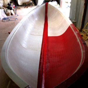 Application des couches de fibre de verre  successives sur le moule