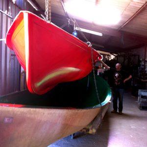 Démoulage de la barque à rames