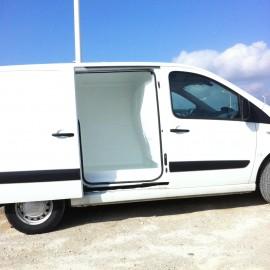 Habillage d'un habitacle d'une camionette en polyester